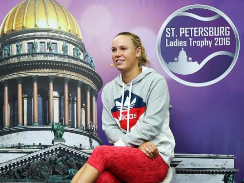 Каролин Возняцки, знаменосец олимпийской сборной Дании