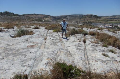 Мальтийский феномен – колеи на плато Naxxar